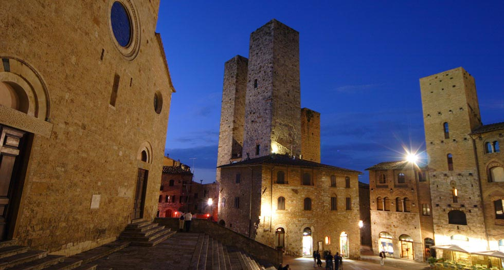 sangimignano piazza duomo collegiata accommodation Pictures