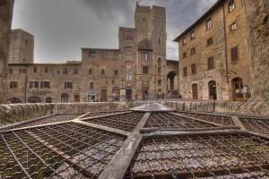 san-gimignano-piazza-cisterna