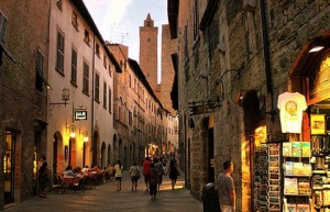 sangimignano by night 300x193 My night friday open night in San Gimignano